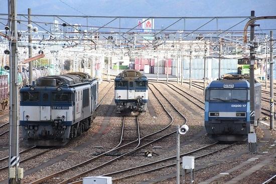 2020年11月7日撮影 南松本にて EF64とEH200の並び