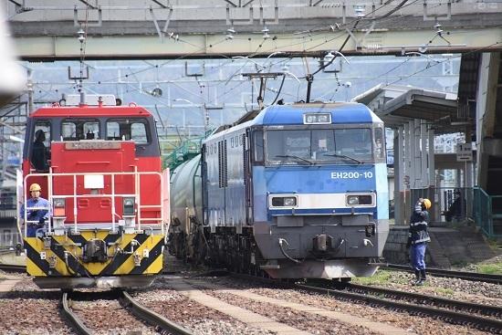 2020年5月6日撮影 南松本にて東線貨物2080レ EH200-10号機とHD300-10号機