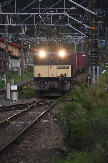 2020年8月30日撮影 西線貨物81レ 奈良井駅へ進入るEF64-1022号機