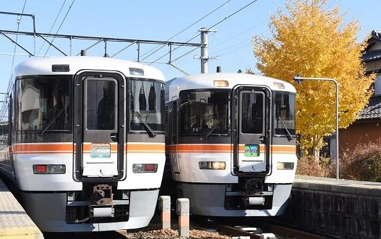 2020年11月15日撮影 伊那八幡駅にて回9181M 373系の回送と22M 373系「WV伊那路」の並び