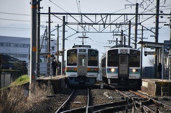 2020年4月4日撮影 飯田線は羽場駅にて213系と211系の並び