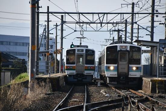 2020年4月4日撮影 羽場駅にて211系と213系の交換