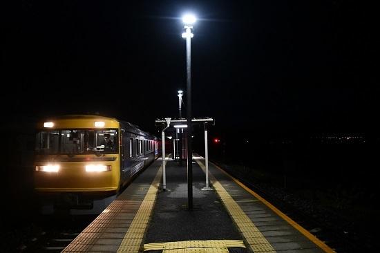2020年10月18日撮影 試9783D 早朝の伊那新町駅にてキヤ95 DR1ライト点灯