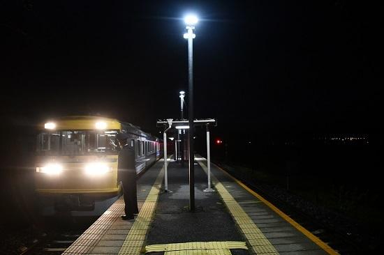 2020年10月18日撮影 試9783D 早朝の伊那新町駅にてキヤ95 DR1発車準備