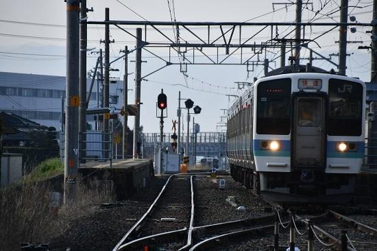 2020年4月4日撮影 羽場駅にて211系「快速 みすず」発車