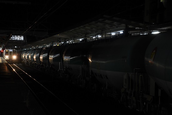 2020年11月17日撮影 西線貨物5880レ 緑タキ