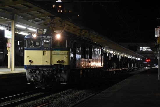 2020年11月17日撮影 塩尻駅にてEF64-1030号機が牽くホキ廃回 その2