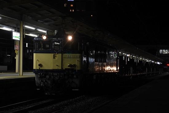 2020年11月17日撮影 塩尻駅にてEF64-1030号機が牽くホキ廃回 その3