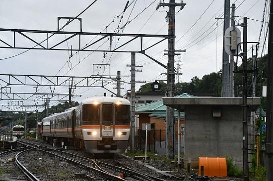 2020年7月26日撮影 飯田線沢渡駅にて313系と373系発車