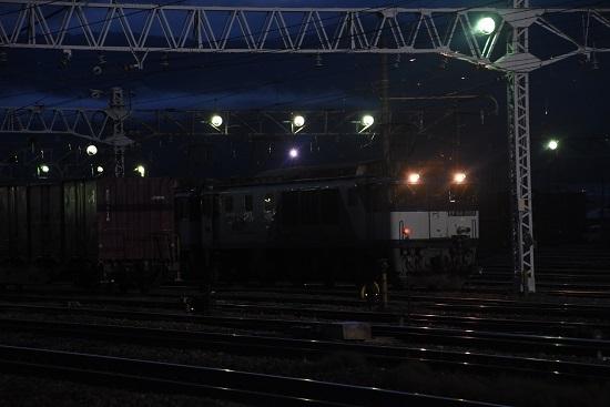 2020年9月12日撮影 南松本にて西線貨物6089レ 機回し後のライト点灯