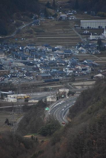 2020年11月21日撮影 坂北俯瞰 聖高原駅に止まる篠ノ井線8467レ