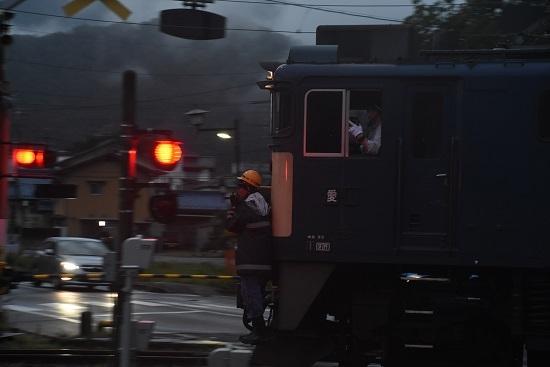 2020年7月25日撮影 南松本にて 西線貨物6089レ 誘導員を流す