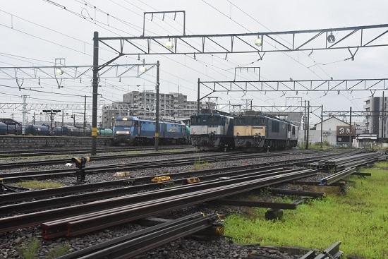 2020年7月25日撮影 南松本にて 篠ノ井線8467レ と坂城貨物5463レ EH200との並び