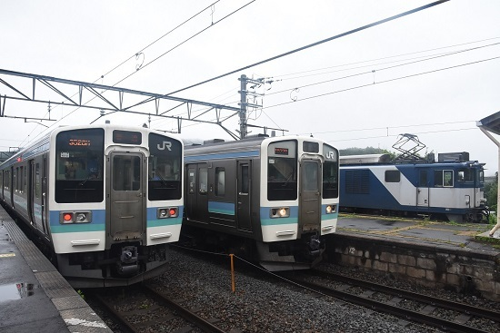 2020年7月25日撮影 篠ノ井線8467レ 坂北駅にて211系との3並び