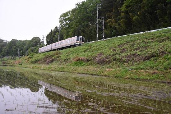 2020年5月17日撮影 飯田線 2201M 213系 快速 水鏡