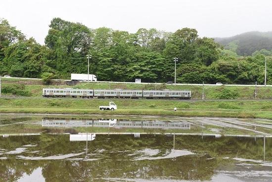 2020年5月17日撮影 飯田線 2209M 211系と軽トラックの水鏡