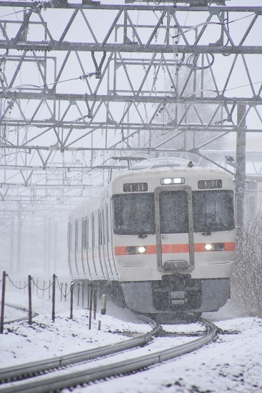 2020年3月14日撮影 塩尻大門にて3424M 313系1700番台 雪の中