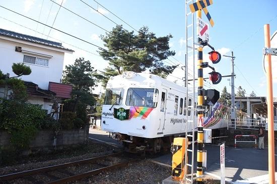 2020年11月22日撮影 アルピコ交通 北新・松本大学前駅を発車
