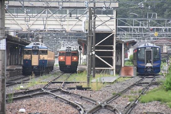 2020年7月25日撮影 戸倉駅にて115系 湘南色とスカ色とSR-1系