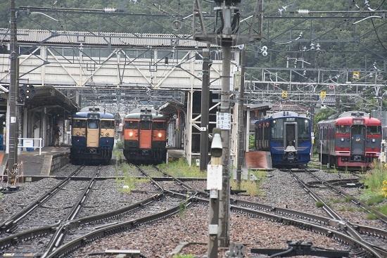 2020年7月25日撮影 戸倉駅にて115系 湘南色としなの鉄道色とスカ色とSR-1系