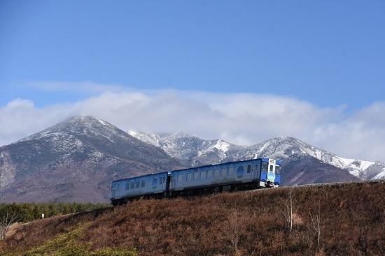 2020年11月28日撮影 小海線 回8222D HIGHRAIL送り込み回送と八ヶ岳