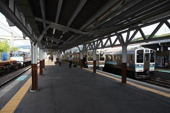 2020年5月22日撮影 岡谷駅にてEF64-37号機と211系と213系の並び