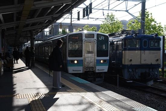 2020年5月22日撮影 岡谷駅にてEF64-37号機と211系の並び