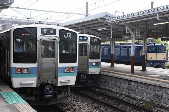 2020年5月23日撮影 岡谷駅にてEF64-37号機と211系の並び