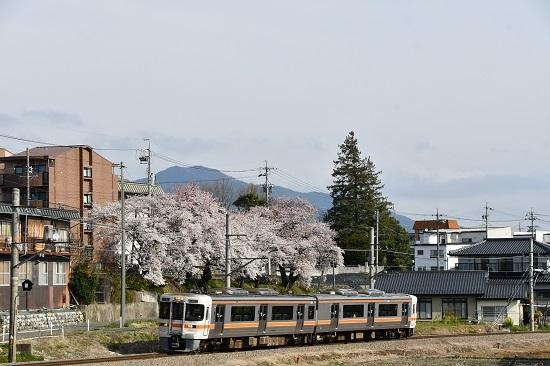 2020年4月12日撮影 飯田線 伊那松島 313系1700番台と桜