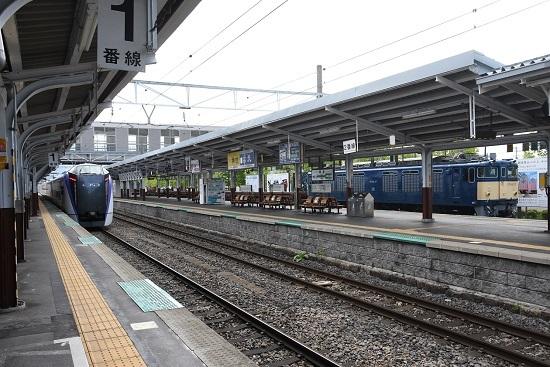 2020年5月23日撮影 岡谷駅にてEF64-37号機とE353系の並び