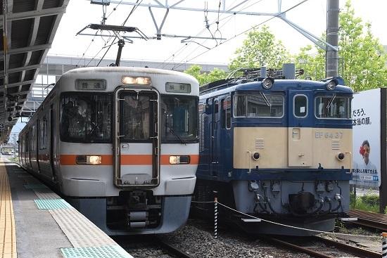 2020年5月23日撮影 岡谷駅にてEF64-37号機と313系の並び