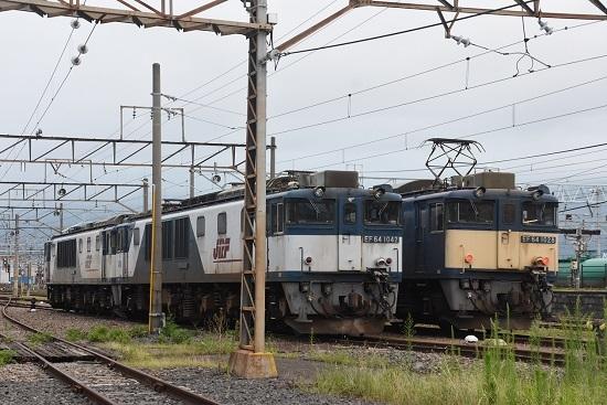 2020年8月1日撮影 南松本にて篠ノ井線8467レ EF64-1028号機と1042号機の並び
