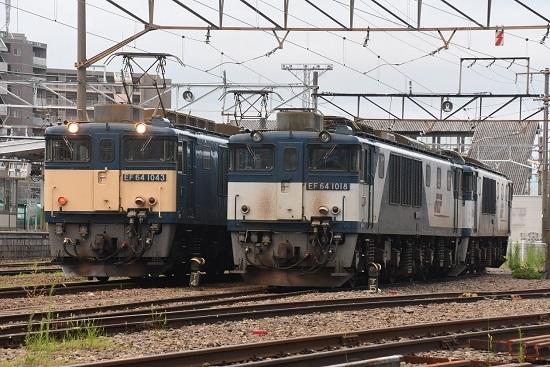 2020年8月1日撮影 南松本にて篠ノ井線8467レ EF64-1043号機と1018号機の並び