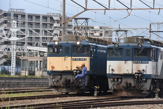 2020年8月1日撮影 南松本にて篠ノ井線8467レ 機回し 誘導員キック