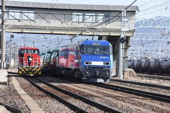 2020年3月15日撮影 東線貨物2080レ EH200-5号機とHD300-10号機の並び