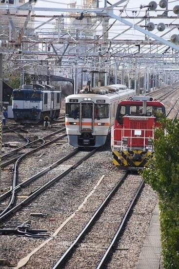 2020年3月21日撮影 南松本にて西線貨物8084レ 機回しにて3並び