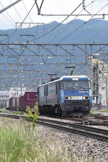 2020年5月23日撮影 東線貨物2083レ EH200-14号機 塩尻駅3番線通過