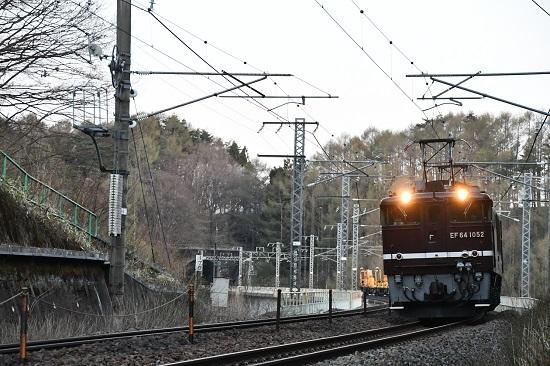 2020年4月25日撮影 EF64-1052号機が牽くロンチキ工臨が立場川鉄橋を行く