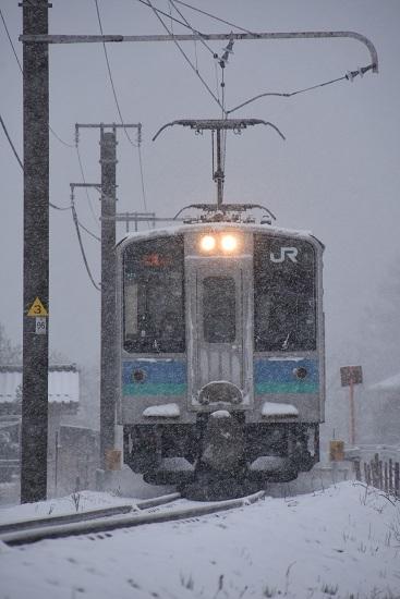 2020年3月29日撮影 雪が降る辰野線 E127系
