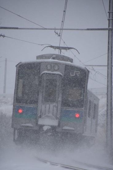 2020年3月29日撮影 雪が降る辰野線 E127系を後撃ち