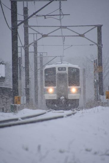 2020年3月29日撮影 雪が降る中の辰野線210M 211系