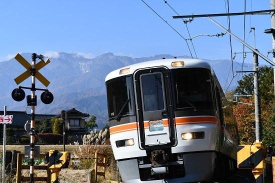 2020年11月15日撮影 伊那本郷にて9102M 373系 急行「10周年飯田線秘境駅号」 ワイドにて