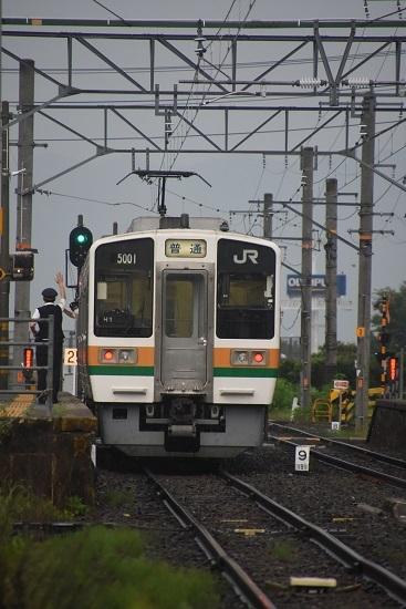 2020年8月2日撮影 飯田線は羽場駅にて222M 213系発車の合図