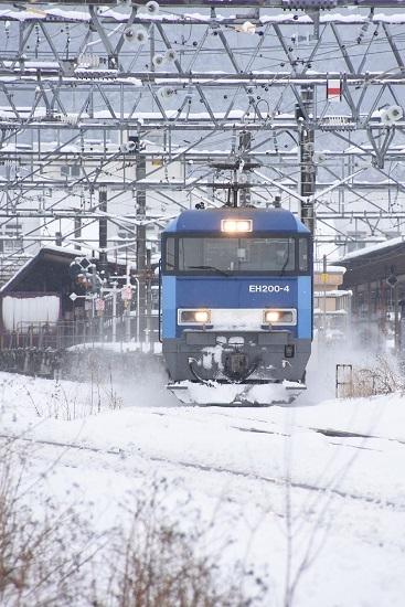 2020年3月29日撮影 東線貨物2083レ EH200-4号機 雪を舞い上げて