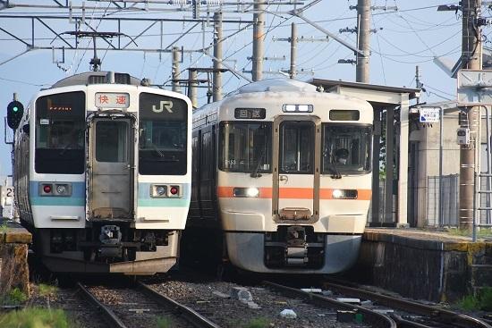 2020年8月4日撮影 羽場駅にて313系1700番台回送と2220M 211系 快速みすずの並び