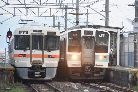 2020年8月4日撮影 羽場駅にて313系1700番台回送と223M 211系