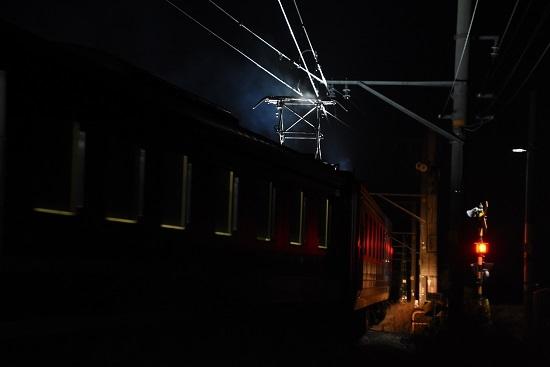2020年12月13日撮影 飯田線は羽場駅にて キヤ95DR2編成を後撃ちしてパンタグラフの照明と噴煙
