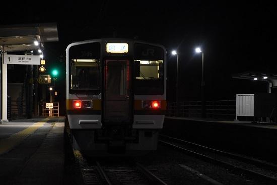 2020年12月13日撮影 飯田線は羽場駅にて 辰野駅上り始発202Mの送り込み回送 213系