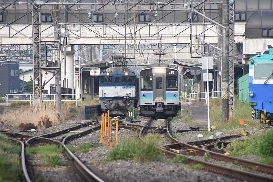 2020年6月6日撮影 篠ノ井線 明科駅にて 8467レ EF64と1221M E127系