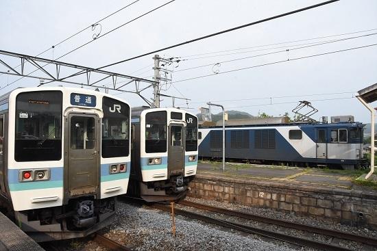 2020年8月8日撮影 篠ノ井線8467レ EF64重単 坂北駅 211系との3並び